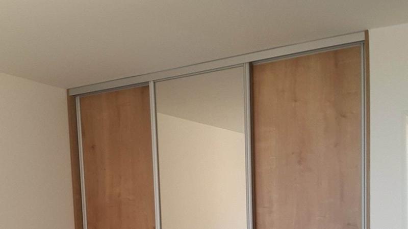 Vstavané skrine so zrkadlom