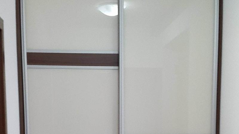 Vstavané skrine so sklom (Lacobel)